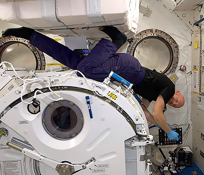 Astronaut Alexander Gerst sets up the Luzzatto-Fegiz experiment in the Japanese Experiment Module aboard the International Space Station. Photo courtesy of NASA