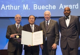 Yang (second from left) receiving award
